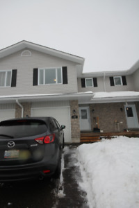 Great 3 bed, 2.5 bath townhome close to all amenities!