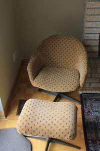 Vintage ('60s) tub chair with ottoman