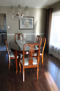 Cherry Finish Queen Anne Dining Room Set