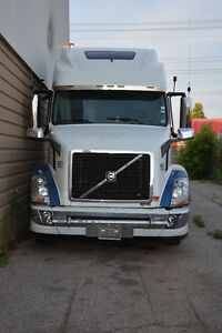 2004 Volvo Heavy-Duty Truck FOR SALE