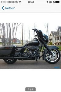 RECHERCHE / LOOKING FOR STREET GLIDE FLHX BLACKOUT