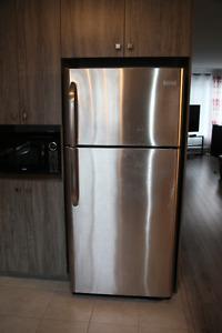 Refrigerateur en excellente condition Stainless 500$ doit partir