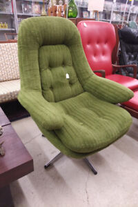 Mid Century swiveling lounge chair with chrome base, not teak