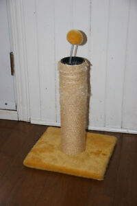 Cat scratcher in very nice colors and shape.