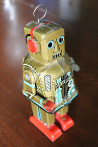 TIN 1950's Windup ROBOT