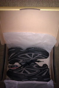 Brooks M. Navigator Safety Shoes Size 11