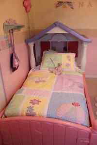 Little Tikes twin cottage bed with matching doll bed Oakville / Halton Region Toronto (GTA) image 2