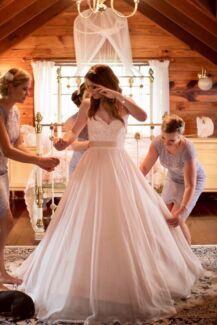 Wedding dress: Essense of Australia gown Size 8/10