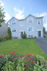 Beautiful 3+1 home located on 115 North Green Road in Lakeside