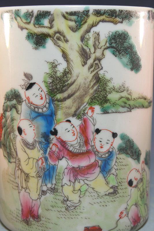 Superb Chinese Famille Rose Porcelain Brush Holder.