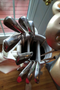 Ladies golf clubs and bag. Like new