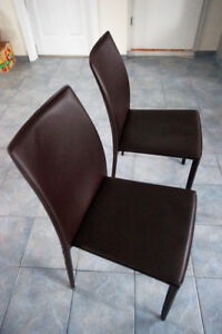 2 chaises brune / 2 brown chairs