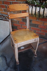 VINTAGE CHILDS KIDS INDUSTRIAL METAL & WOOD CHAIR