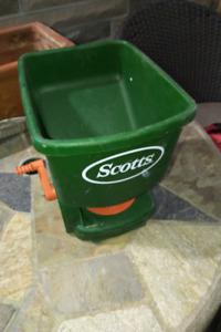 Hand Held Fertilizer Spreader - Scotts,  Mod 75230