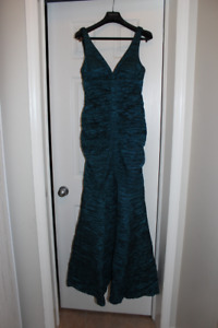 Gown, emerald green / mermaid style