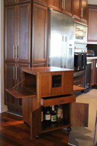 Buffet meuble de bar ou vaisselle en bois sur roulettes