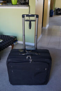 Traveler Pro Platinum Large Expandable Suitcase
