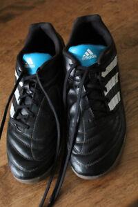 Souliers de soccer Adidas d'intérieur - taille 9