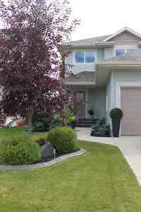 BEAUTIFUL FURNISHED ROOM IN QUIET CLEAN HOME IN SE RED DEER