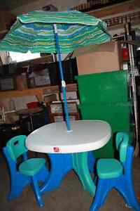 table, 2 chaises et parasol Saguenay Saguenay-Lac-Saint-Jean image 1