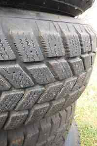 Practically new: 4 snow tires on steel rims 205/70/R15 Kitchener / Waterloo Kitchener Area image 3
