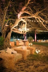 Golden straw and hay bales for your weddings & special events...