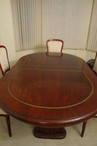 Mahogany dining room table with 6 chairs