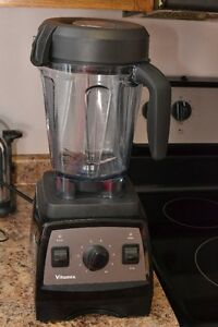 BARELY USED Vitamix Professional Series 300 Blender Juicer