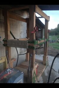 Looking for a wooden shoeing stalk.