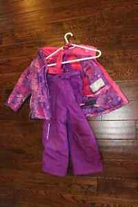 Girl's Snow suit, size 4 Kitchener / Waterloo Kitchener Area image 1