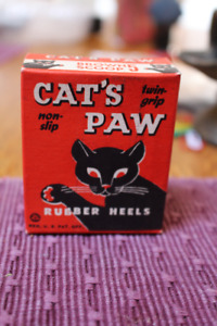 VINTAGE CARDBOARD CAT'S PAW RUBBER HEEL BOX GREAT GRAPHICS