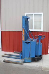 Gerbeur Forklift Blue giant 3000 livres