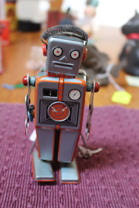 1950'S LINEMAR WIND UP W/UP TIN EASEL ROBOT TOY