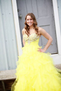 CANARY YELLOW GRAD DRESS - SWEETHEART NECKLINE, BALLGOWN STYLE