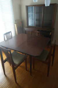 Mid-century Honderich Dining Table with 3 leaves