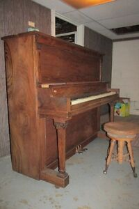 MOZART PIANO #1500 FOR SALE London Ontario image 4