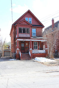 Student Housing - Amazing 3 bedroom unit in Old Ottawa South