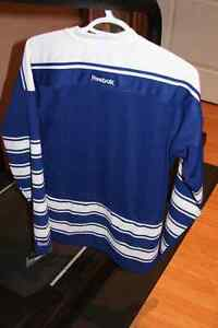 Leaf's Jersey Women's Small (NEW) Cambridge Kitchener Area image 2