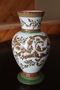 Beau pot pour fleur ou autres ,décoratif en verre de 9 pouces,