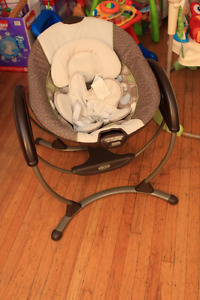 Almost brand new baby GRACO electirc swing