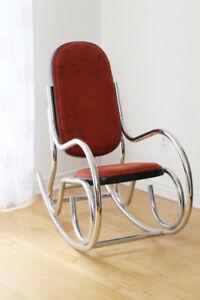Chaise berçante en chrome