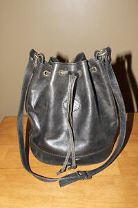 """The Trend"" black leather purse"