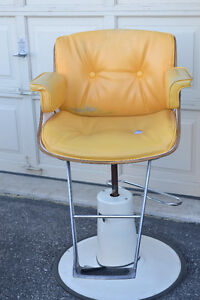 Barber Chair Kijiji Free Classifieds In Toronto GTA