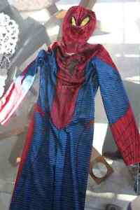 Costume d'halloween spiderman small pour $10.
