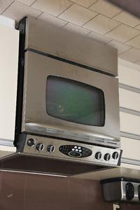 ensemble inox: cuisinière, frigo, lave-vaisselle, hotte