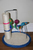 Small factor cat scratcher with toys to play. Excellent