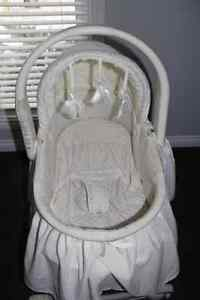 Bassinet in great condition from toy's rus