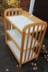 CHANGING TABLE - SOLID WOOD