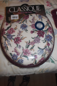 New Comfy Padded Toilet Seat & Matching Bath Mat Set