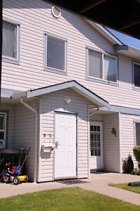 Lovely upper townhouse, Skyway Village $184,900